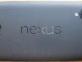 """Min Nexus 5 efter afmontering - bemærk de manglende blanke stykker plastik i """"X"""" og """"U"""""""
