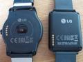 Bagsiden af begge ure - bemærk forskellen i bredden