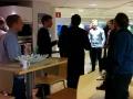 En samling ambassadører venter på at komme i showroom'et