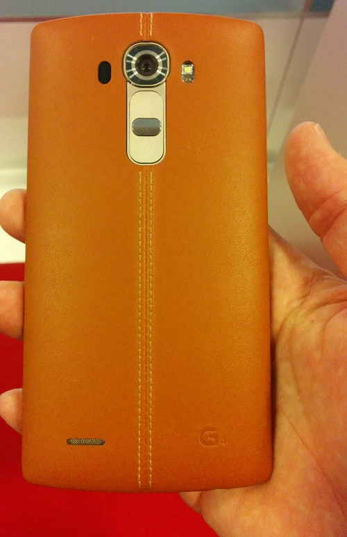 LG G4 i hånden